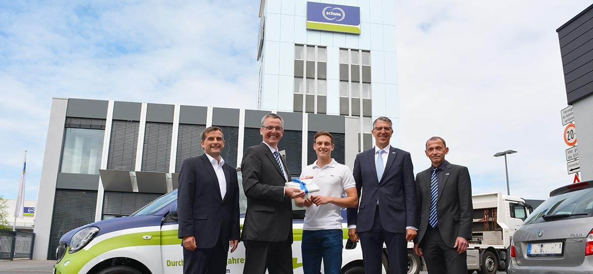 Moritz Schepp drives e-Smart for one year